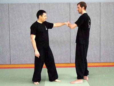 Croiser les mains (Style Yang) - Tai chi chuan - Tai-chi-chuan - Martial - Tai-chi-chuan Martial - Tai-chi-chuan Santé - Qi Gong - Sanda - Gu Qi Dao - Aramis - Houilles